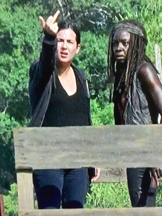 tara walking dead middle finger